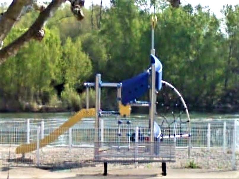 Albefeuille Lagarde aire de jeux bord du Tarn